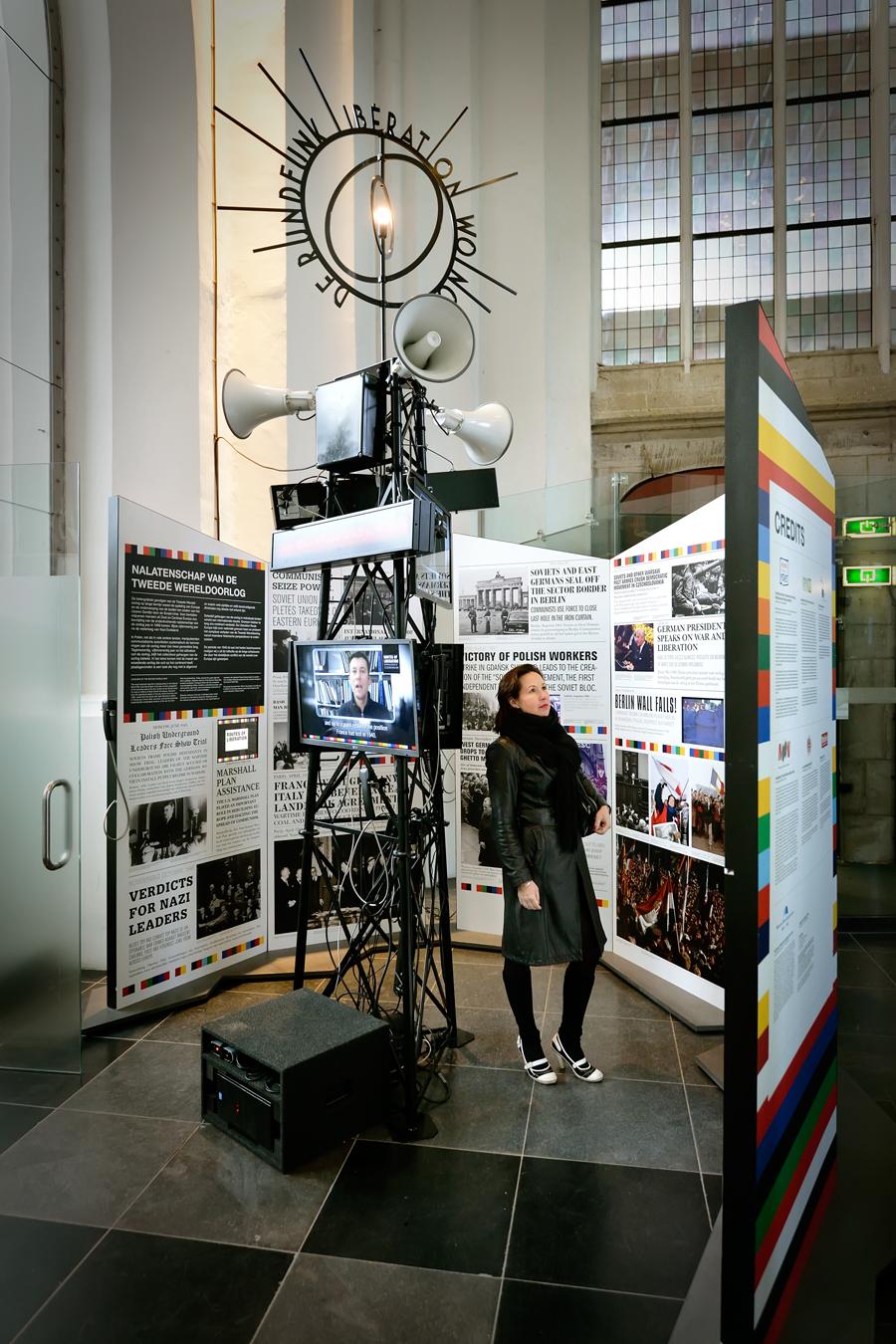 Reizende tentoonstelling interactieve zendmast