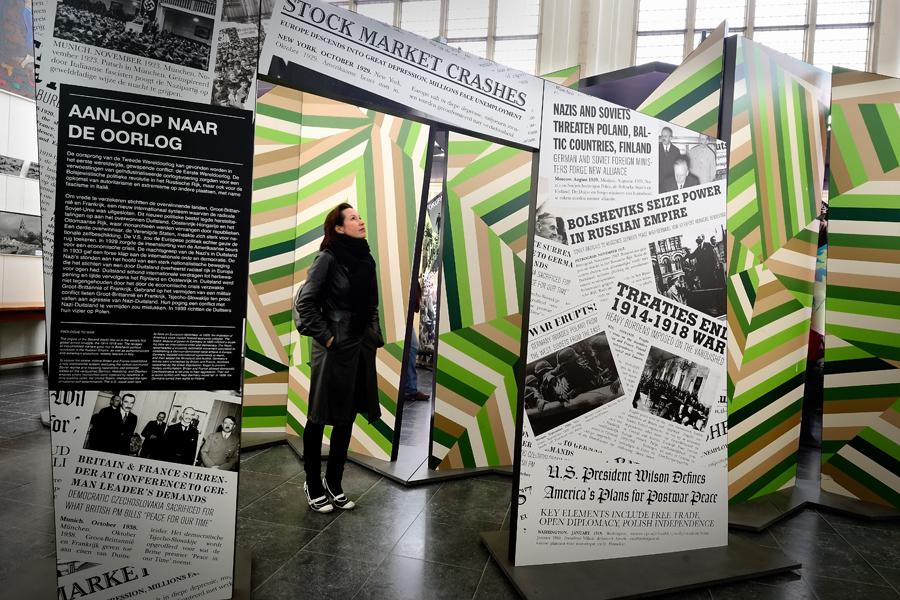 Reizende tentoonstelling vrijstaande poort