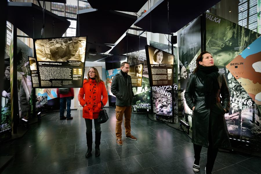 Reizende tentoonstelling plafondpanelen