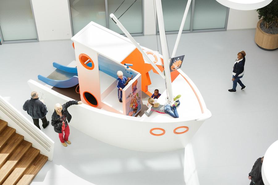 Speelschip en decoratie - Haga Kinderziekenhuis